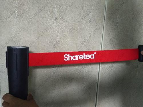 cột chắn phân làn ngăn cách khu vực dây kéo căng màu đen